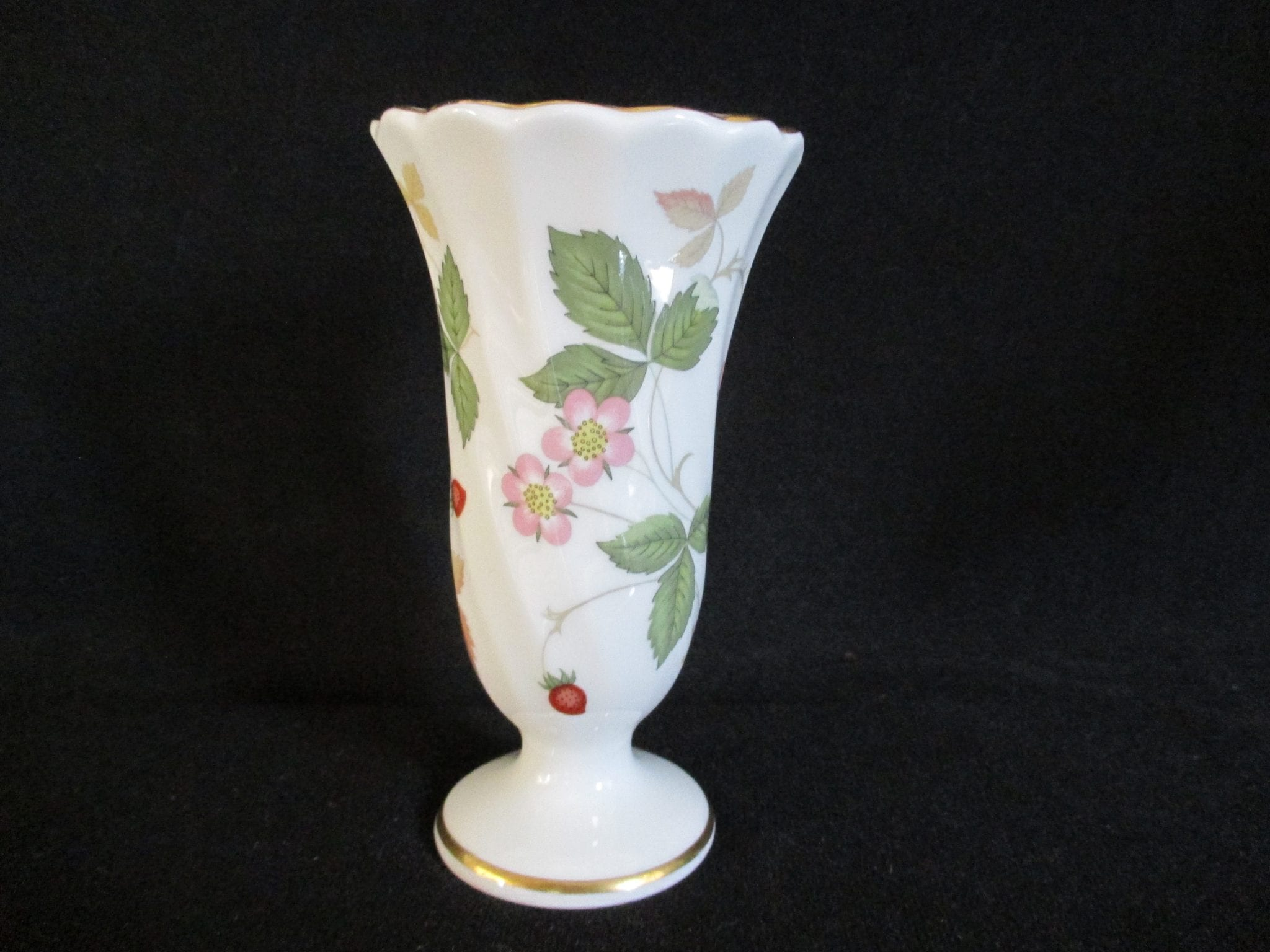 This Is A Lovely Vintage Wedgwood Bud Vase Named Wild Strawberry It Mainly White Glazed Background With Delicate Painting Of